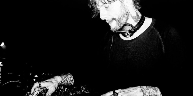 Open minded : Oscar Mulero - exium live - birth of frequency