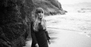 EMILY JANE WHITE + FACTEURS CHEVAUX